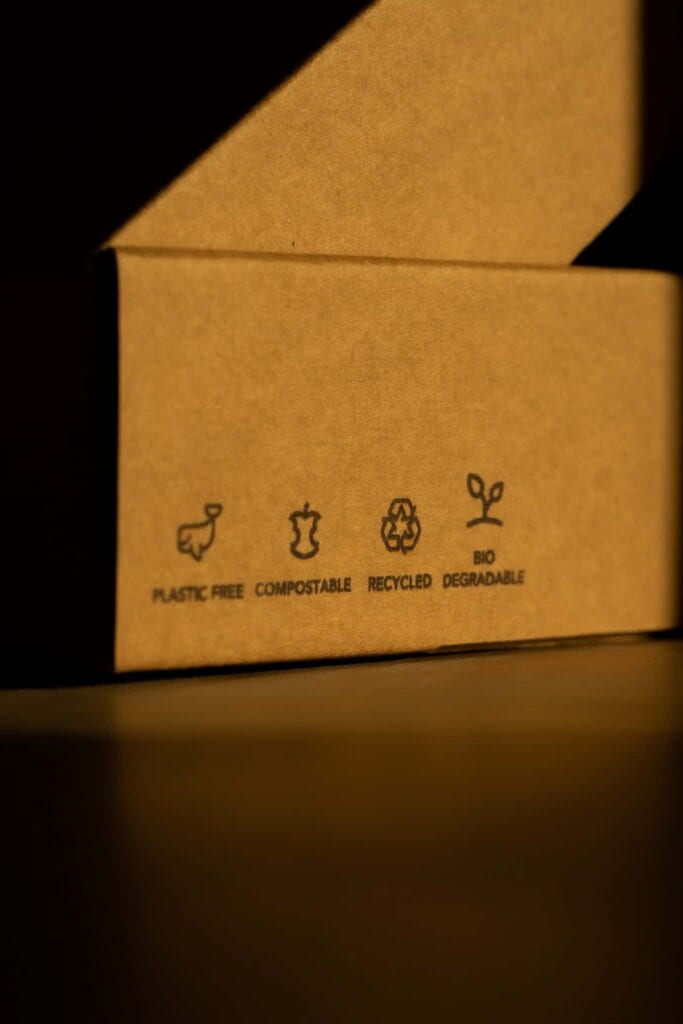 A box with information icons explaining the composition of the product.